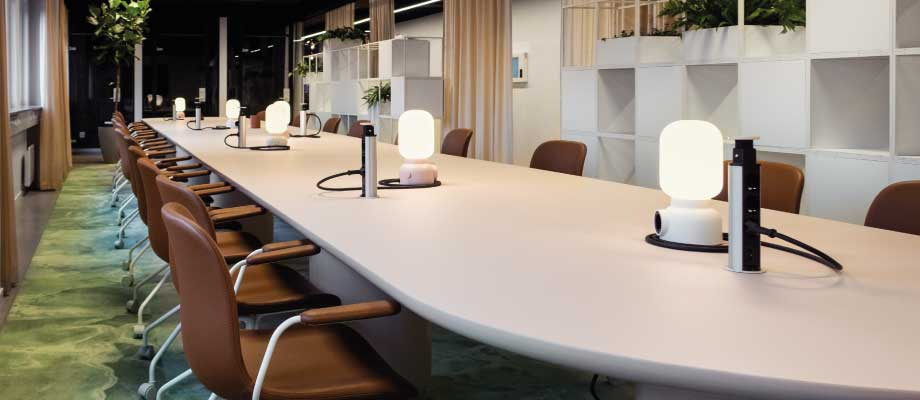 Heima kontorshotell Pink Coworking table with leather charis