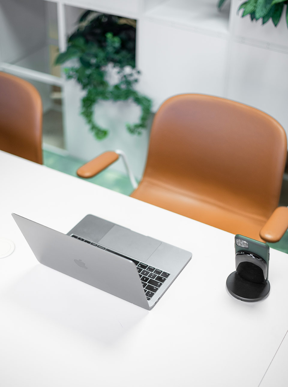 Arbetsplats med dator Heima kontorshotell
